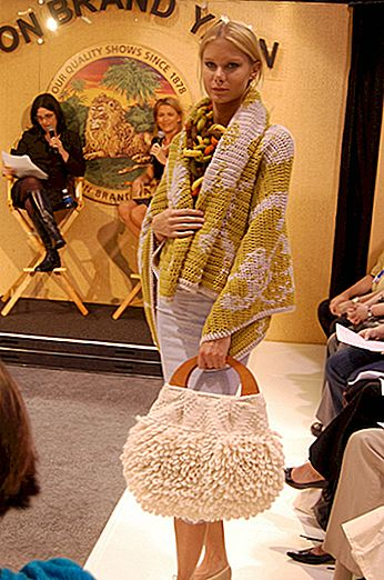 Lion Brand Yarn Fashion Show auf der CHA